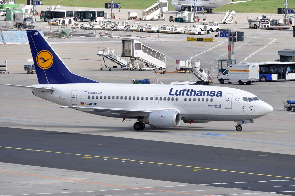 Lufthansa Boeing 737 500 Near Zurich On Apr 12th 2015 Odour In Cockpit Aeroinside