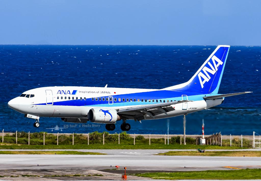 ANA Boeing 737-500 at Nagoya on Sep 18th 2017, burning ...