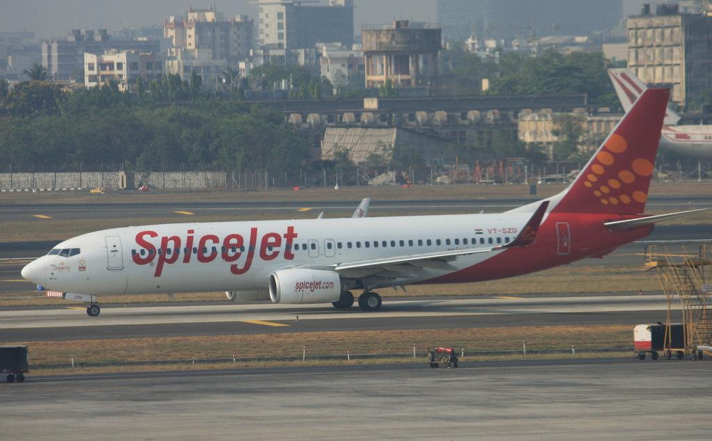 Spicejet Boeing 737-800 near Hyderabad on Jan 8th 2014