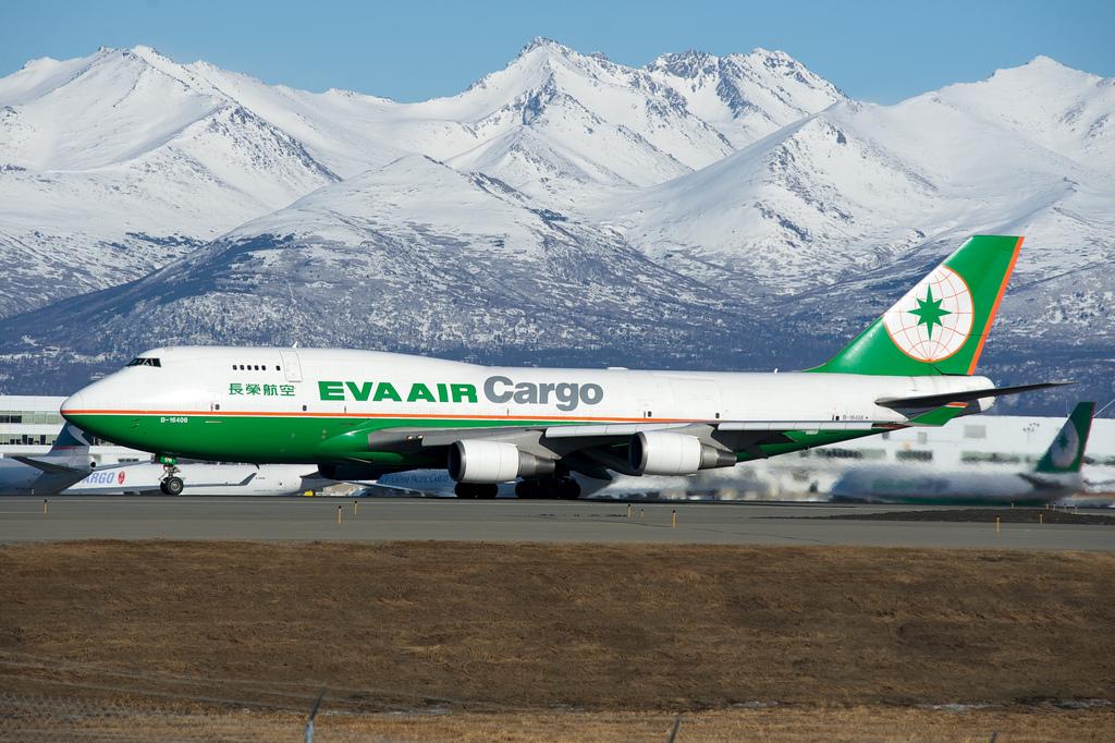 Eva ... & Eva Boeing 747-400 at Atlanta on Sep 24th 2015 gear door problem ...