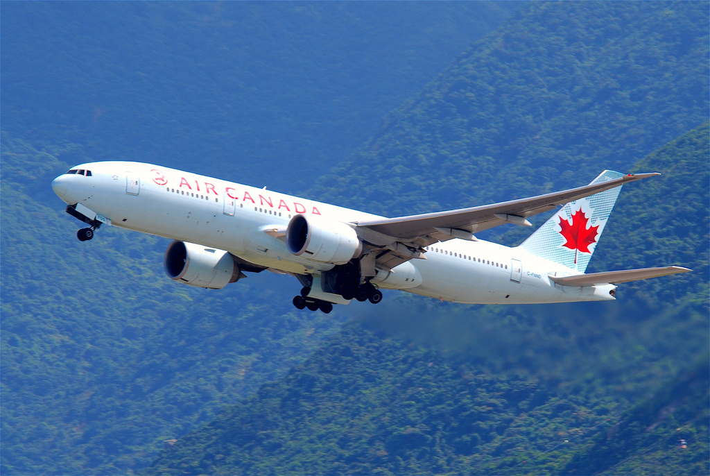 Air Canada Boeing 777-200 at Vancouver on Apr 2nd 2014