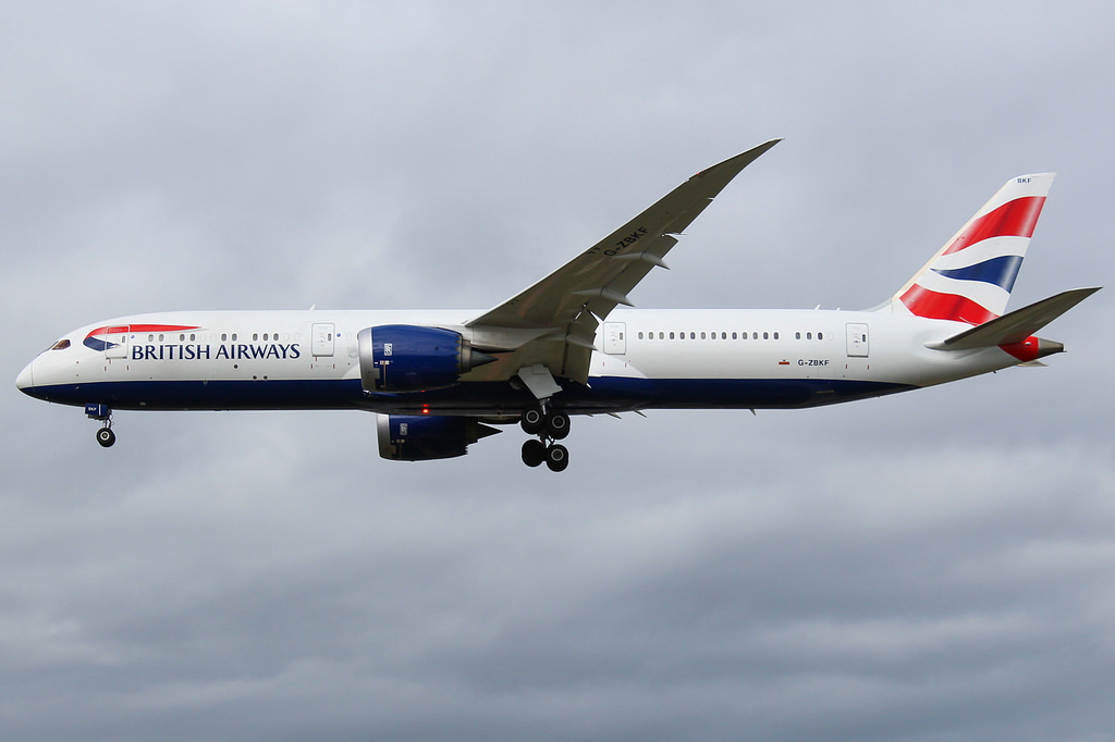 British Airways Boeing 787-9 Dreamliner and Thai B773 at