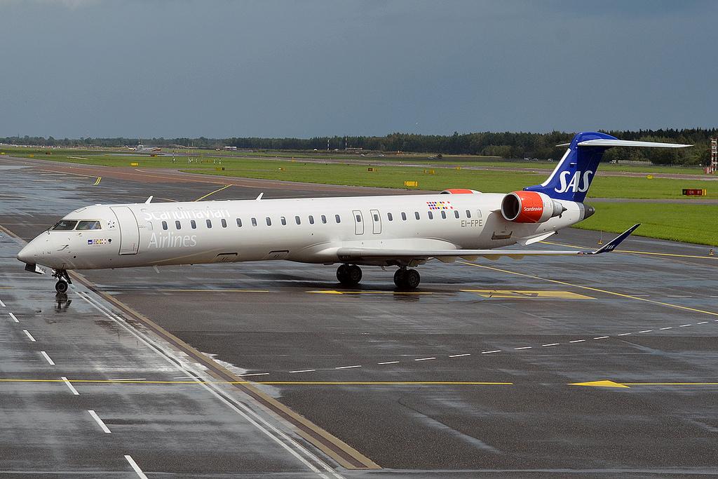 aircraft-canadair-cl-600-regional-jet-crj-705-registration-EI-FPE-8d565b1c8e_b.jpg